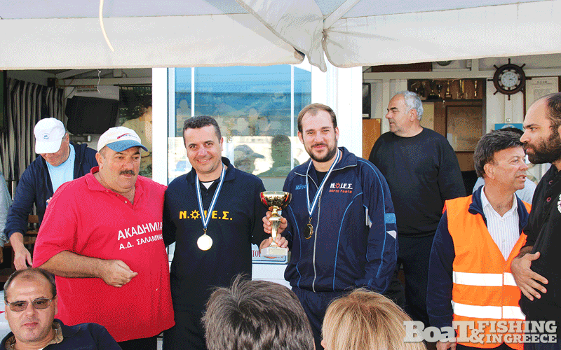 ΝΟΙΕΣ Πόρτο Ράφτη. Η δεύτερη οµάδα που ξεχώρισε σε αυτό το πρωτάθληµα, µε δεύτερη θέση στο οµαδικό και δύο αθλητές της στην εθνική, τους Άκη Τηνιακό (αριστερά) και Αντώνη Παπαδόπουλο (δεξιά)