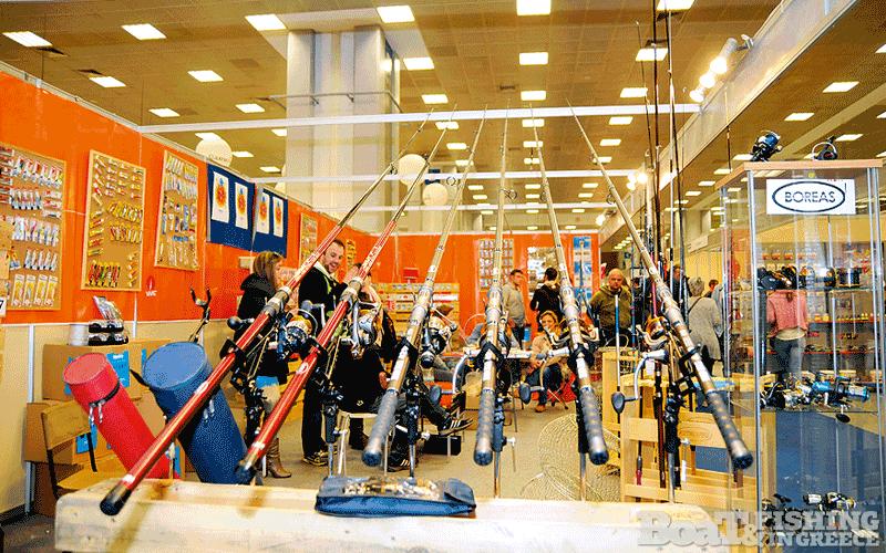 Η εταιρία Mastro (φωτ. 3), έχοντας στη γκάµα της µία πλήρη σειρά εξοπλισµού για όλες τις τεχνικές ψαρέµατος παρουσίασε την ανανεωµένη σειρά προϊόντων της.