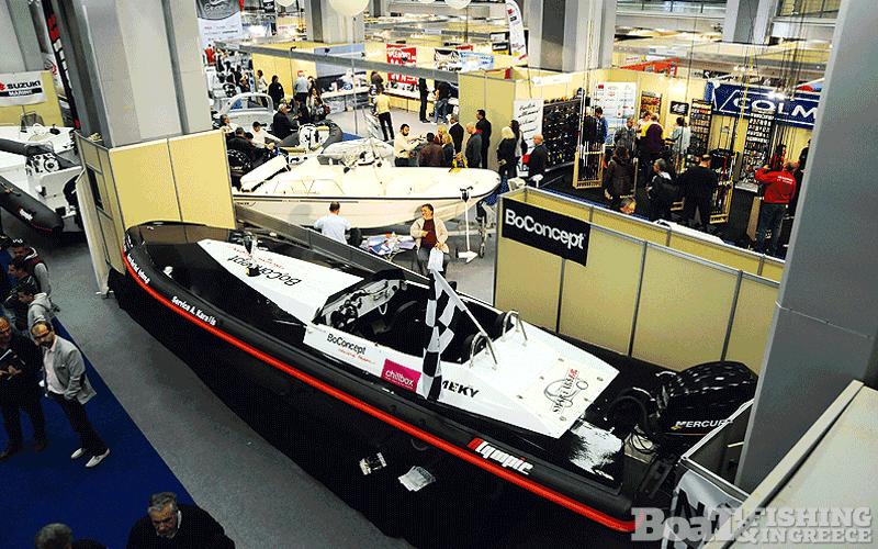 Το σκάφος του πρωταθλητή της περσινής χρονιάς, ένα Olympic RIB µε γάστρα σχεδιασµένη από την εταιρία MEKY του Αντώνη Μαντούβαλου, το οποίο φιλοξενούσε στο περίπτερο του, απέναντι από το Black Mamba (φωτ. 12).